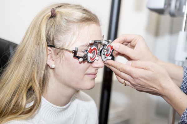 Augenklinik Castrop-Rauxel Untersuchung zur Brillenfreiheit